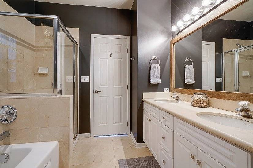 Master Bathroom (en suite) - jet tub, shower - Unit 3