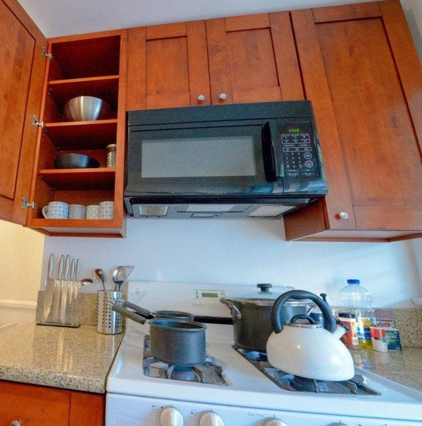 Kitchen with pots/pans utensils provided