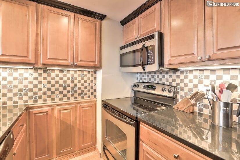 Fully outfitted kitchen with pantry