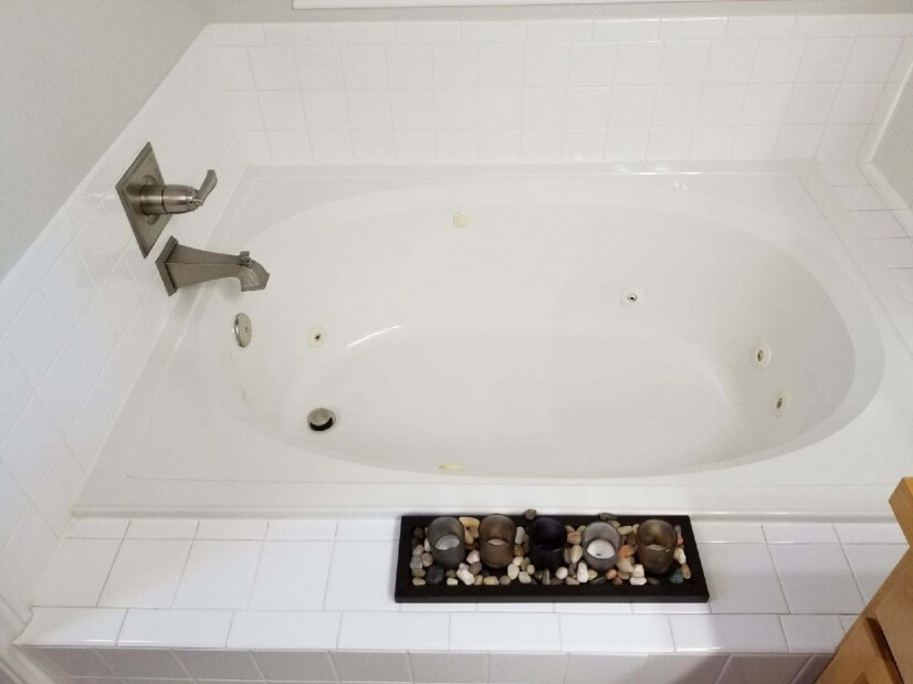 Jacuzzi Jetted Tub