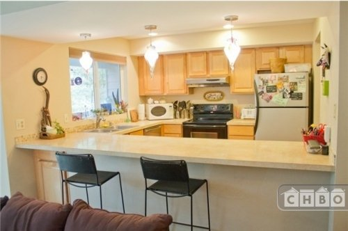 image 2 furnished 2 bedroom Townhouse for rent in Kirkland, Seattle Area
