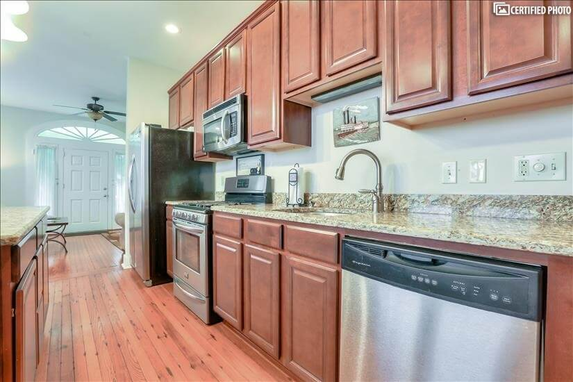 Stainless appliances and granite counters in Kitchen.