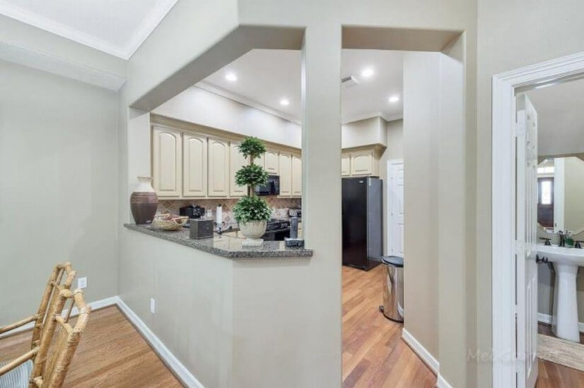 Kitchen Area Entry