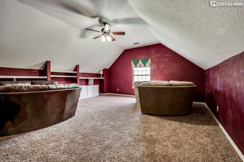 Huge step down playroom over garage,comfortab