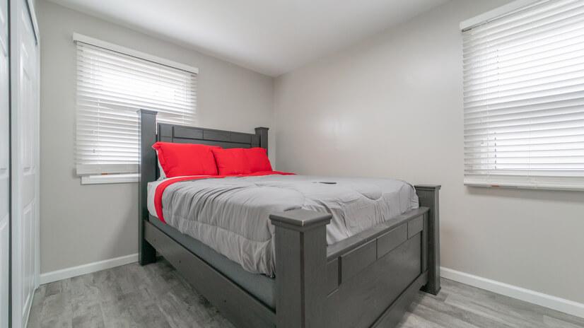 1st Bedroom_2