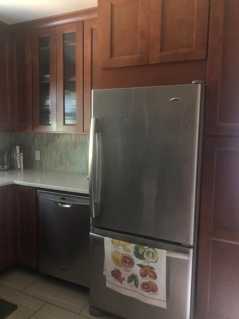 Kitchen (Quite Dishwasher, Freezer on bottom)