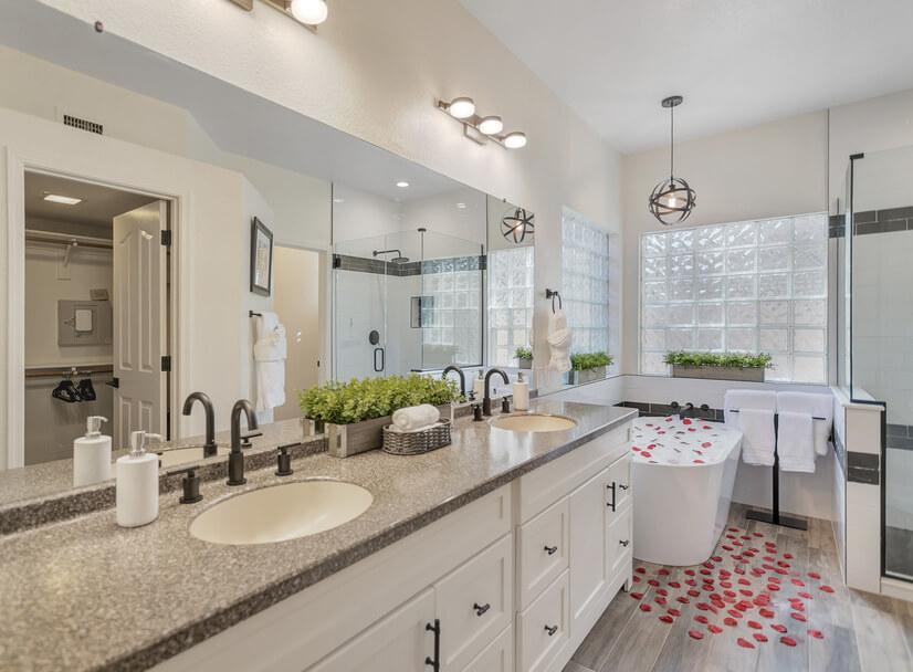 Fully updated Master En-Suite Bathroom