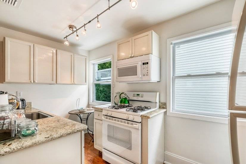 image 17 furnished 2 bedroom Townhouse for rent in Garden District, New Orleans Area