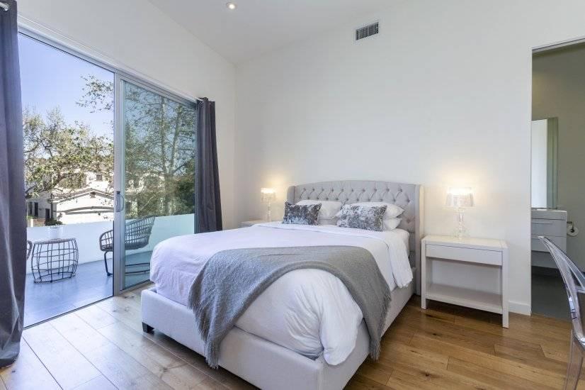 Upstairs Bedroom with En-Suite Bathroom