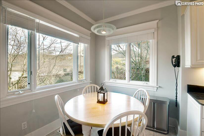 Table seating for 4 in kitchen with view to r