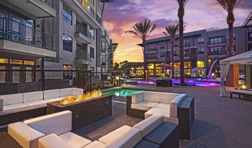 Firepit lounge by pool