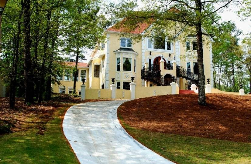 """View of the front elevation of """"Fontainebleau""""!"""
