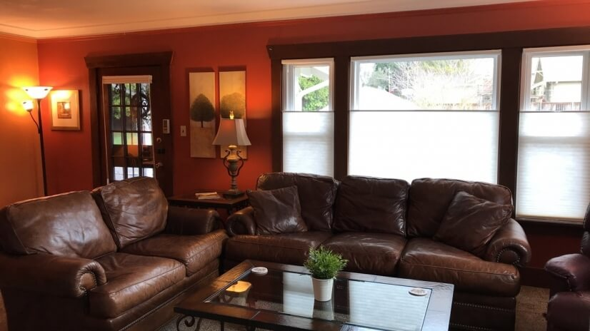 Soft leather couches - plenty of seating
