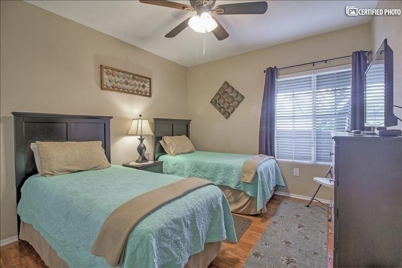 """Bedroom #3 has 2  comfortable twin beds  32"""" flat screen TV."""