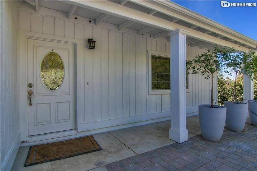 Private Entrance to 1400 sq ft. Guest Home