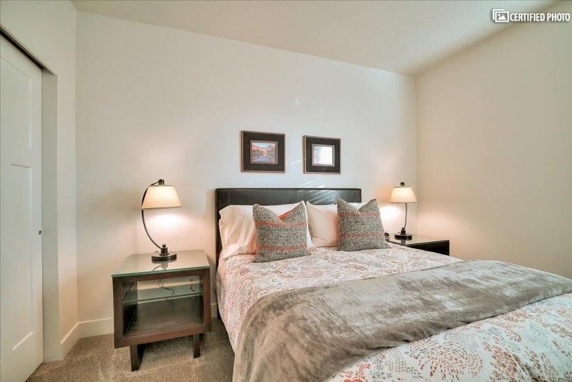 Queen bed 2nd with luxurious linens.