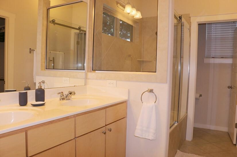 Master Bedroom Bathroom1