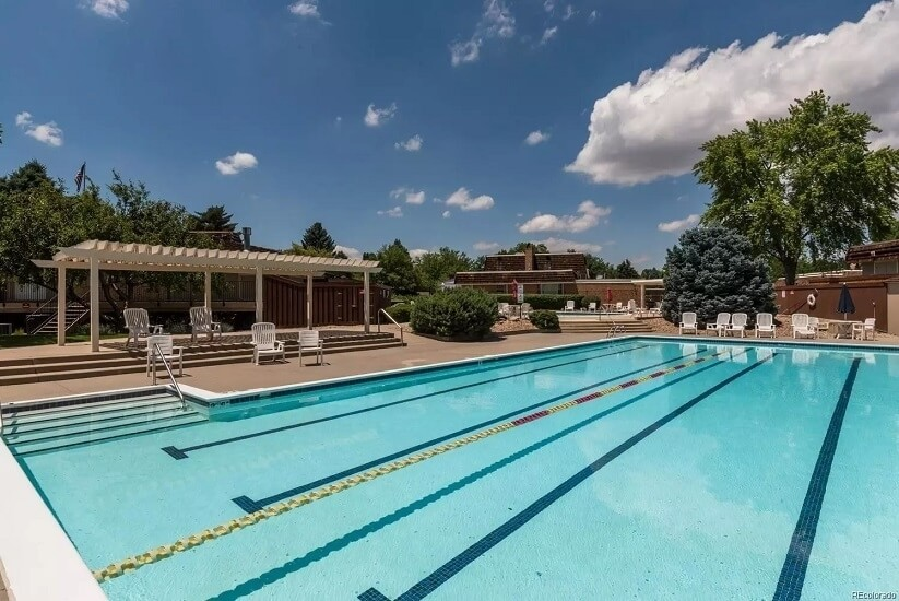 2 pools, clubhouse, exercise rooms, library/b