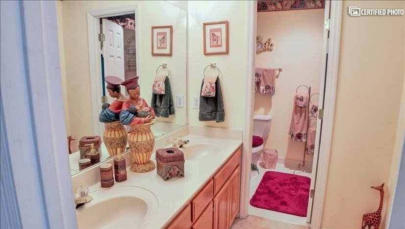 Upstairs bath with double vanity and linen closet