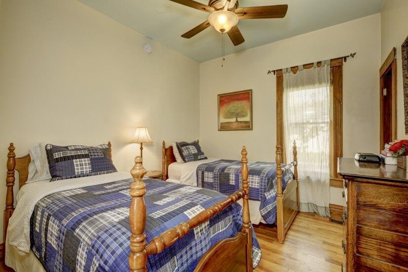 image 12 furnished 3 bedroom House for rent in Highland, Denver Northwest