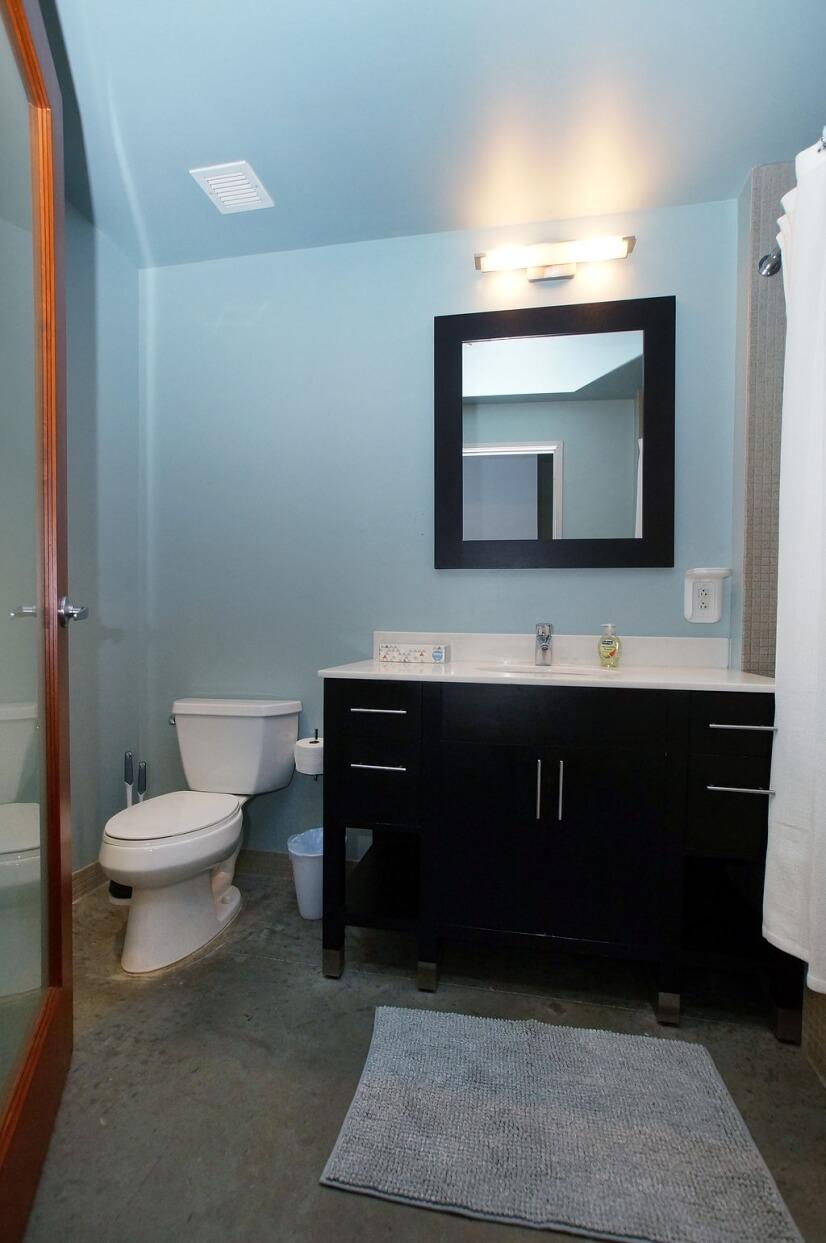 Master Bath with Tub/Shower