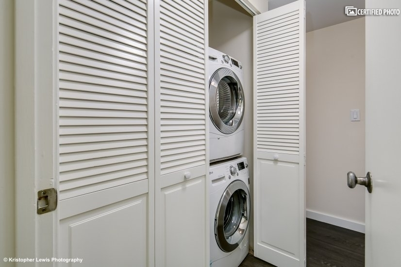 Convenient full-size washer and dryer in condo