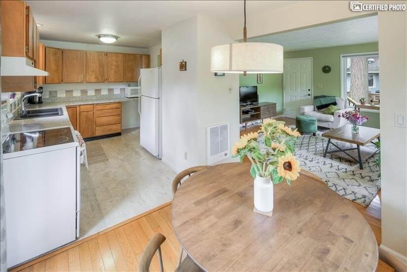 image 6 furnished 3 bedroom House for rent in Portland Southwest, Portland Area