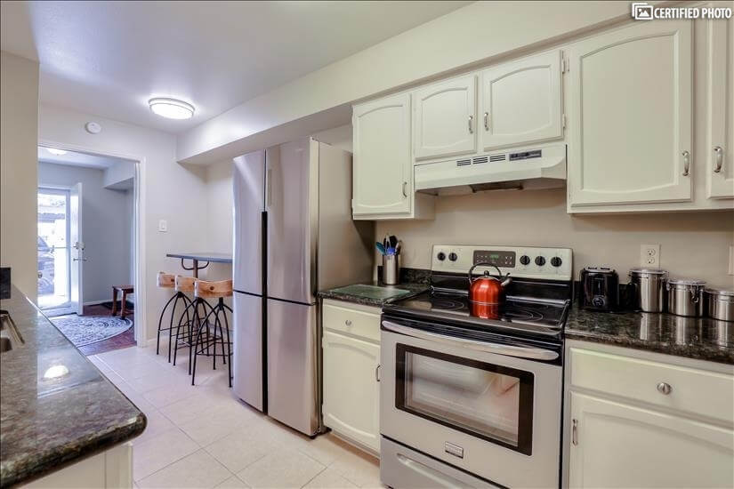 Fully furnished kitchen. Just bring groceries.