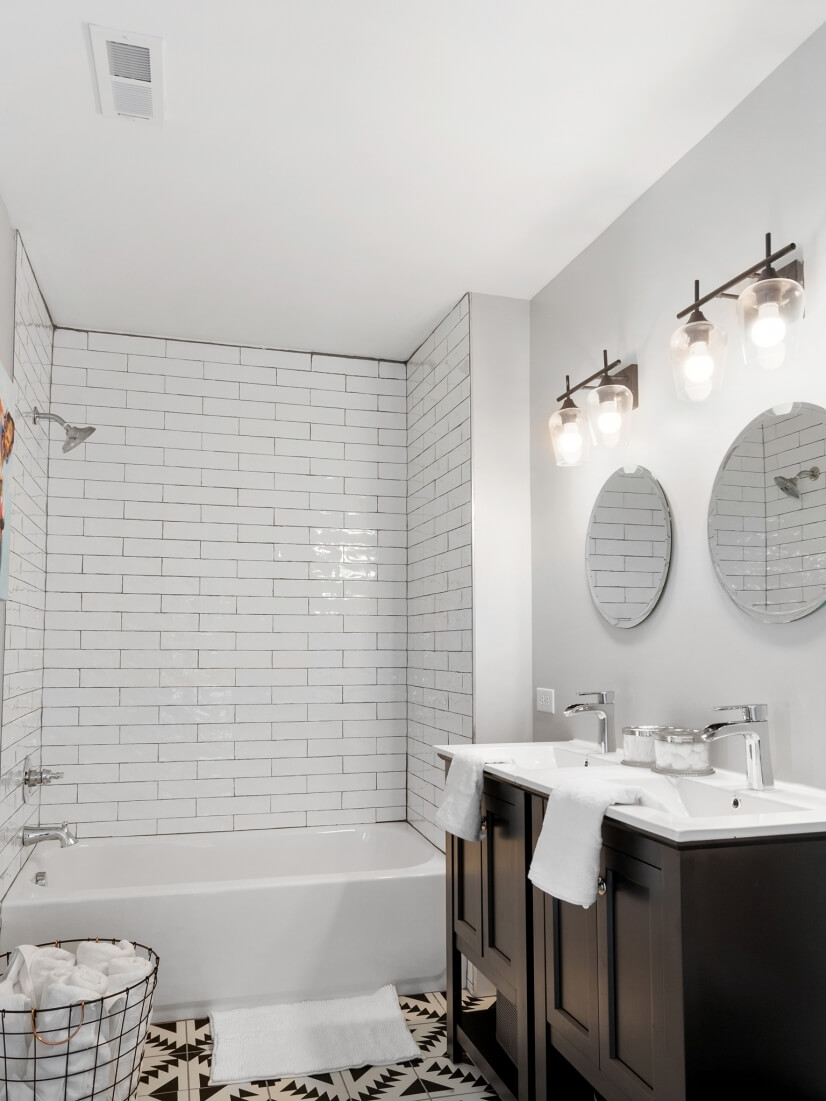 double vanity and shower/tub combo
