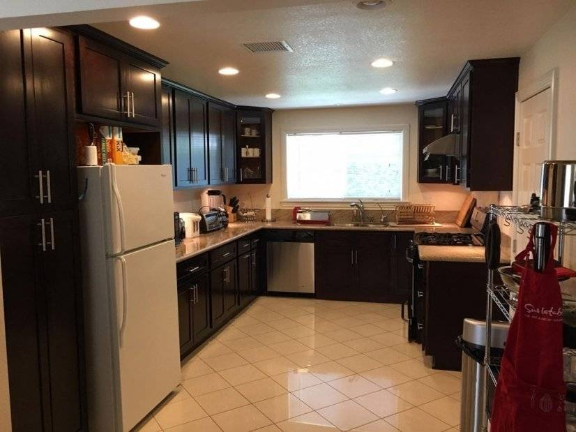 Updated kitchen with everything to cook your meals