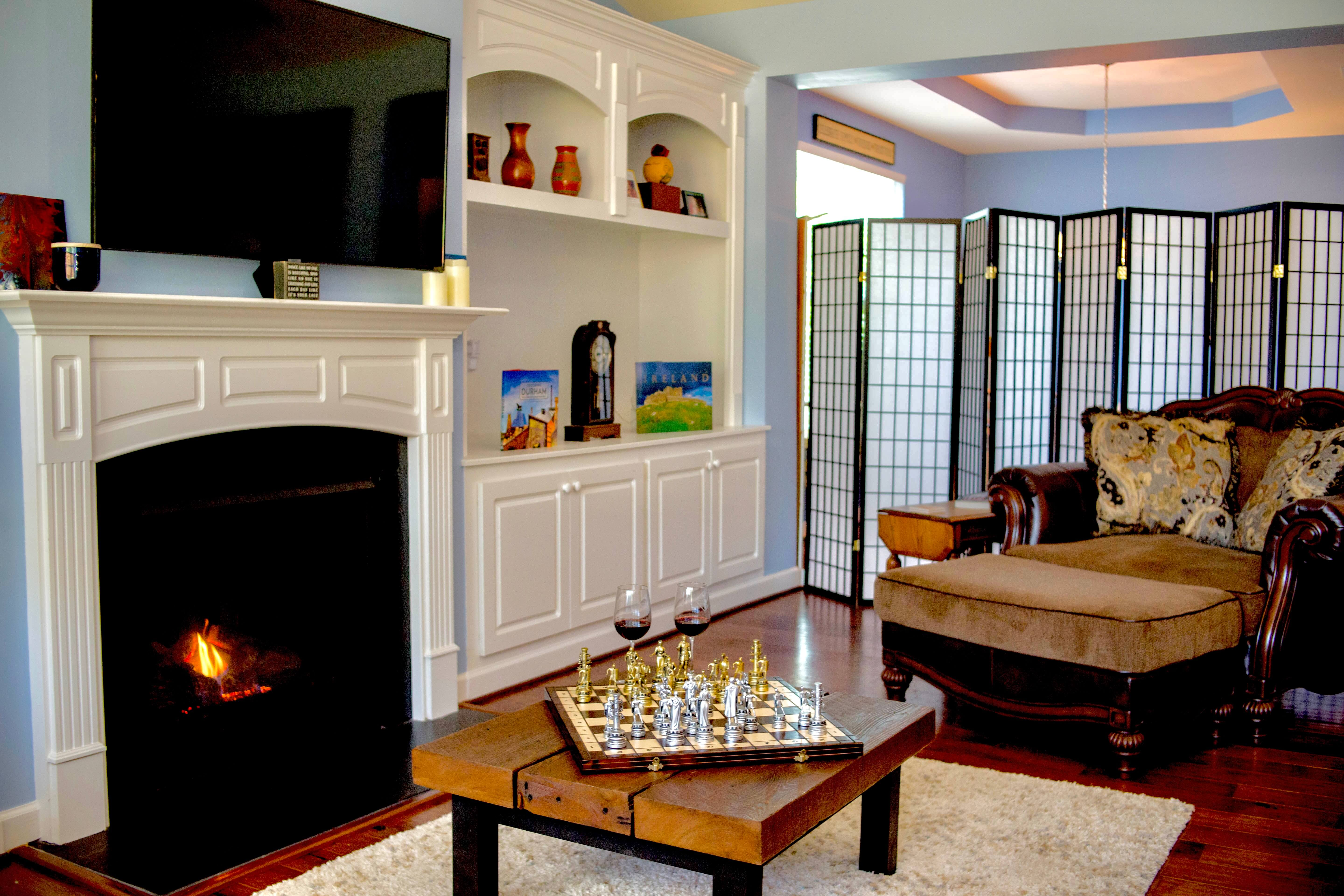 Warm & inviting living room with fireplace!