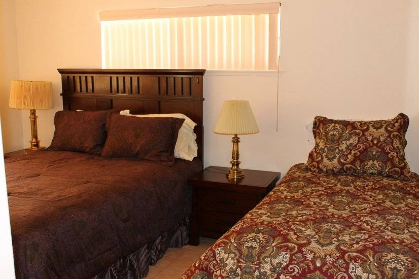 Bedroom 3-queen + Twin
