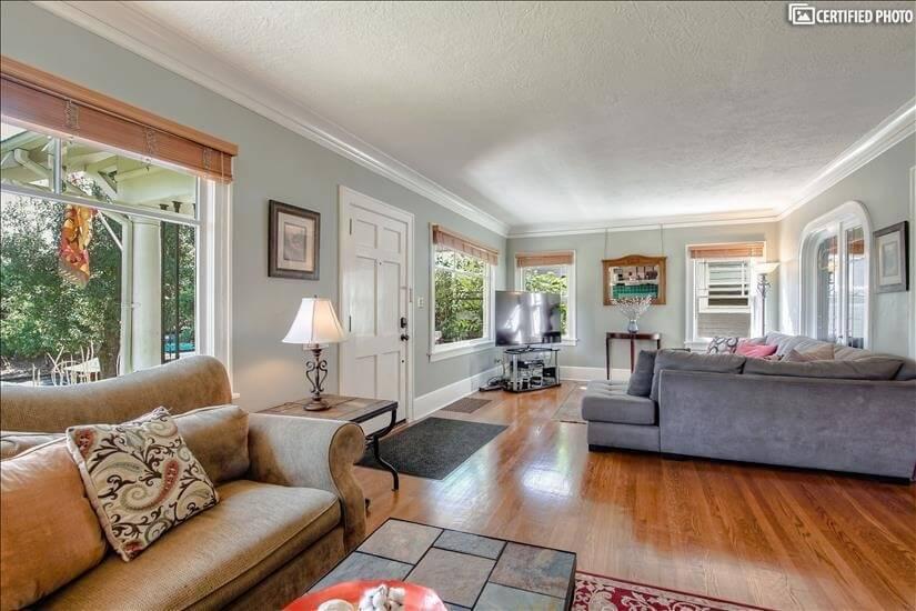 27-foot-side living room