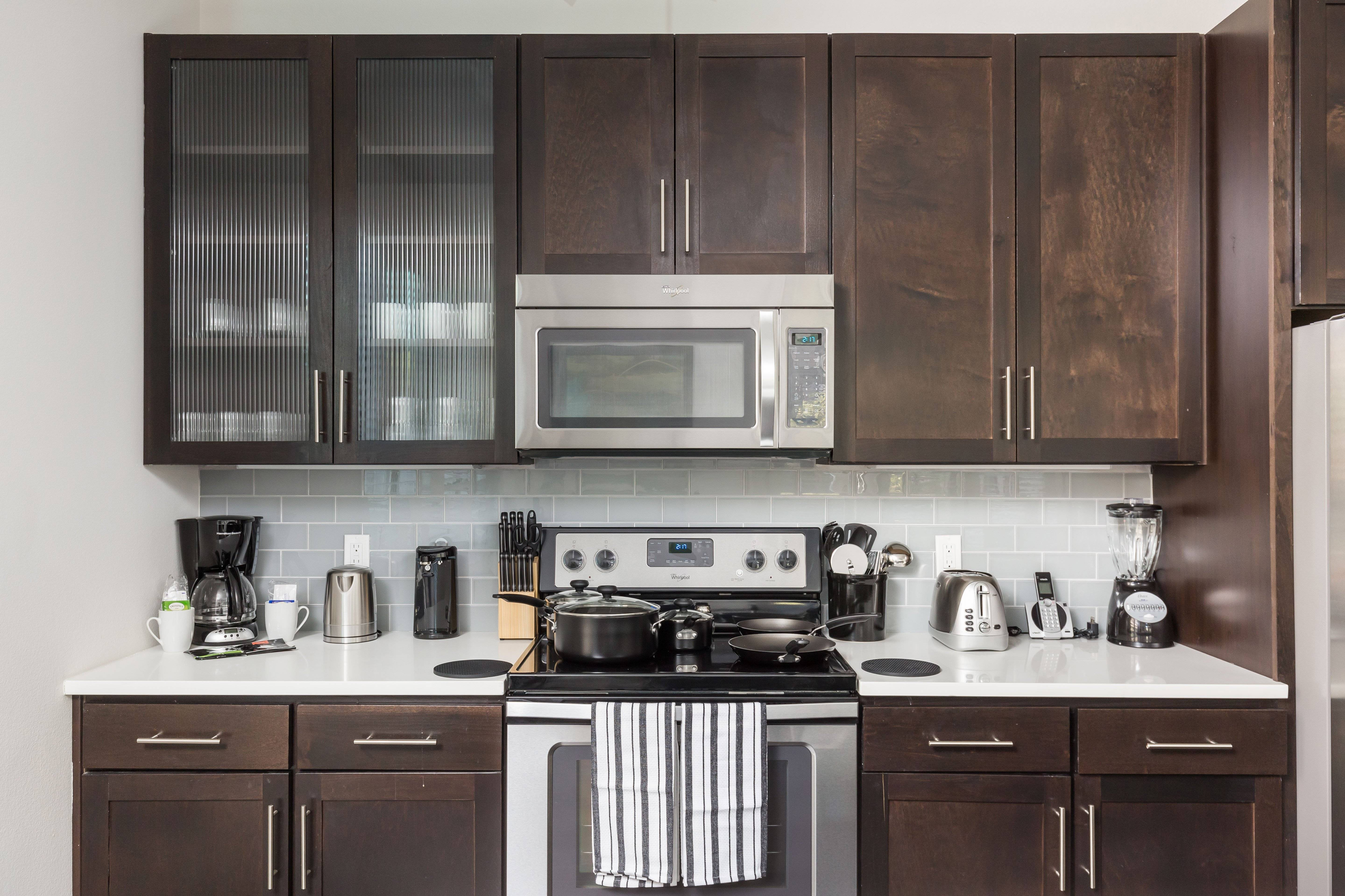 Kitchen - small appliances, cookware and dinnerware