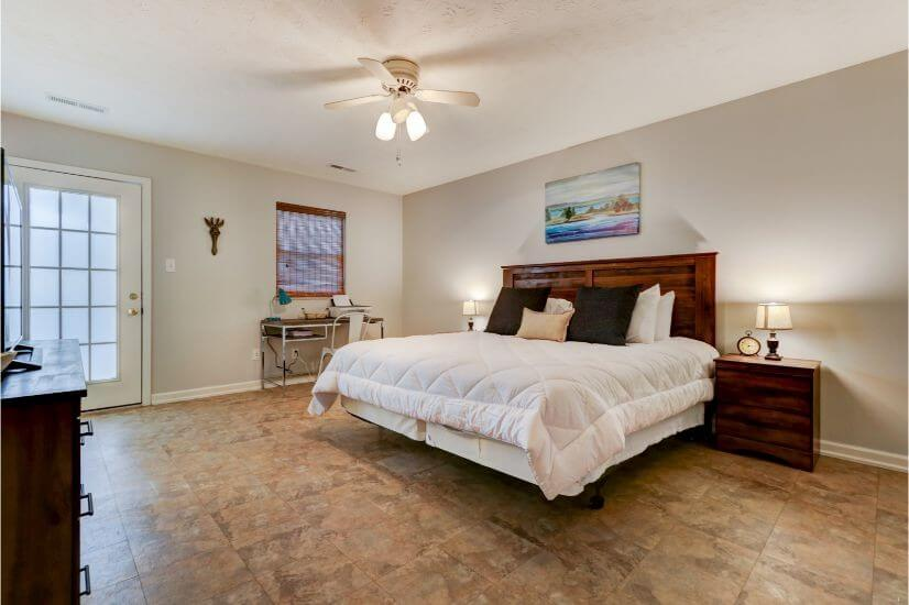 Large master room with King-size bed