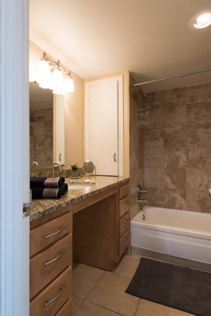 image 3 furnished 2 bedroom Apartment for rent in Lincoln Park, Denver Central