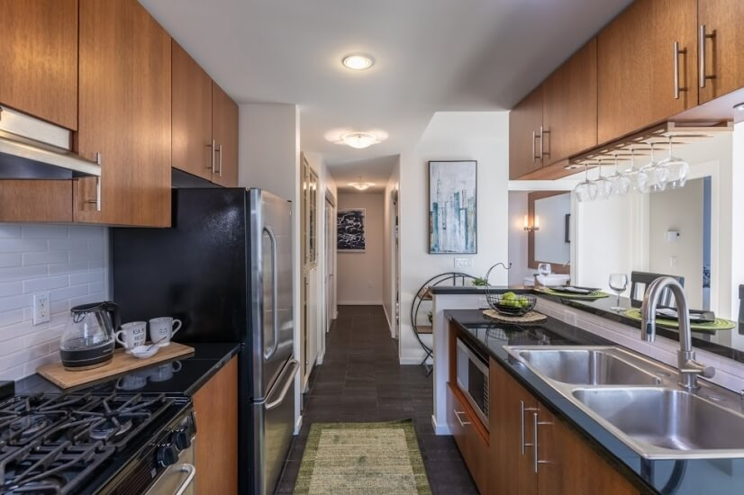 Well-managed utility: kitchen, hallway