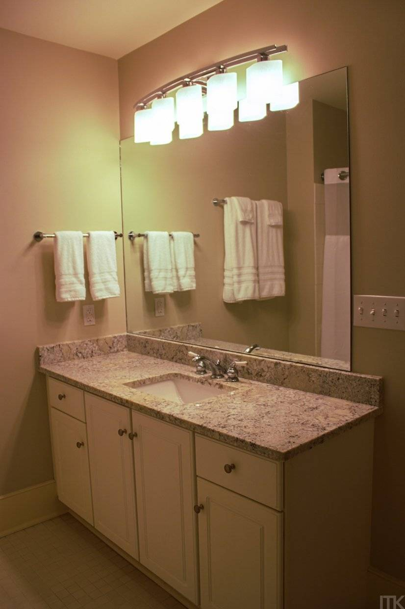 Full, en suite master bathroom.