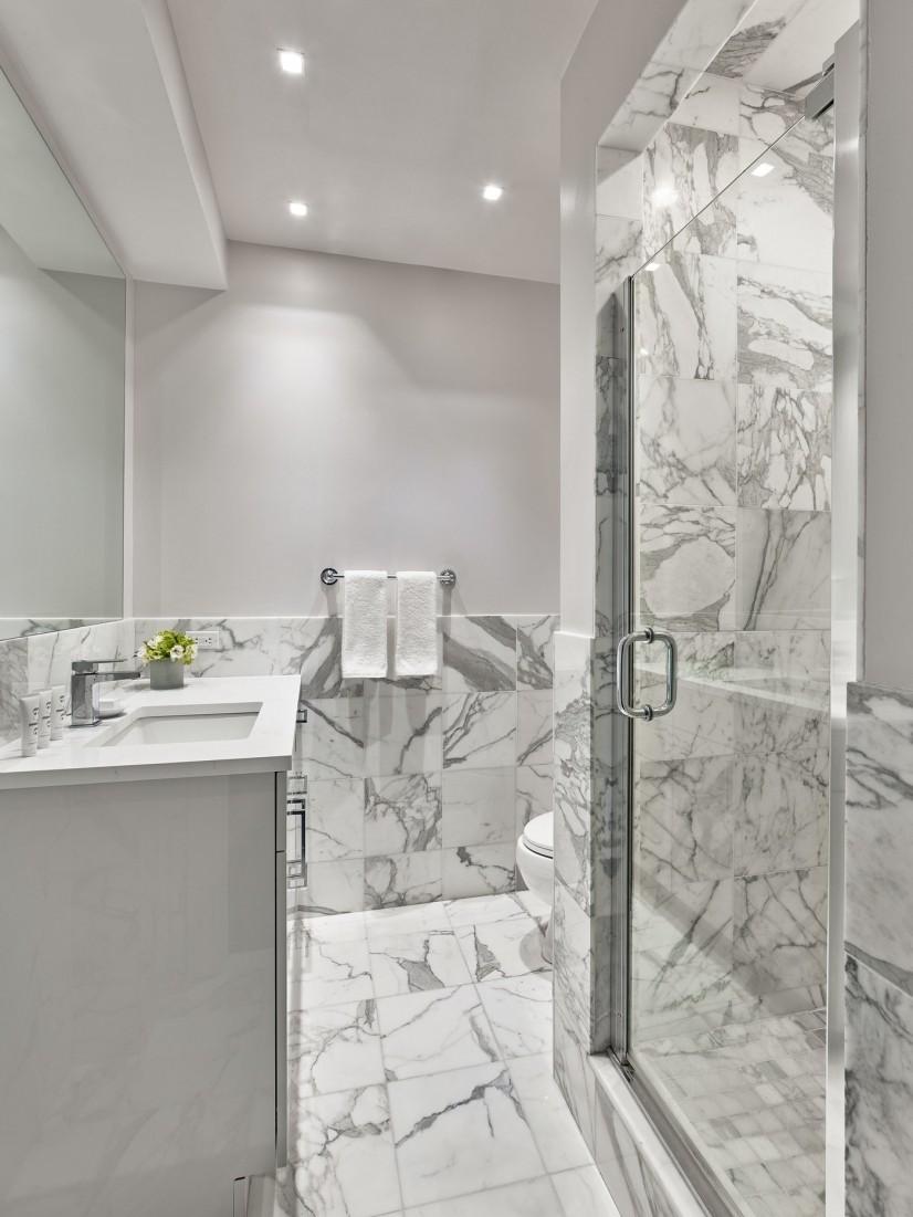 Platinum Two-bedroom Primary bathroom
