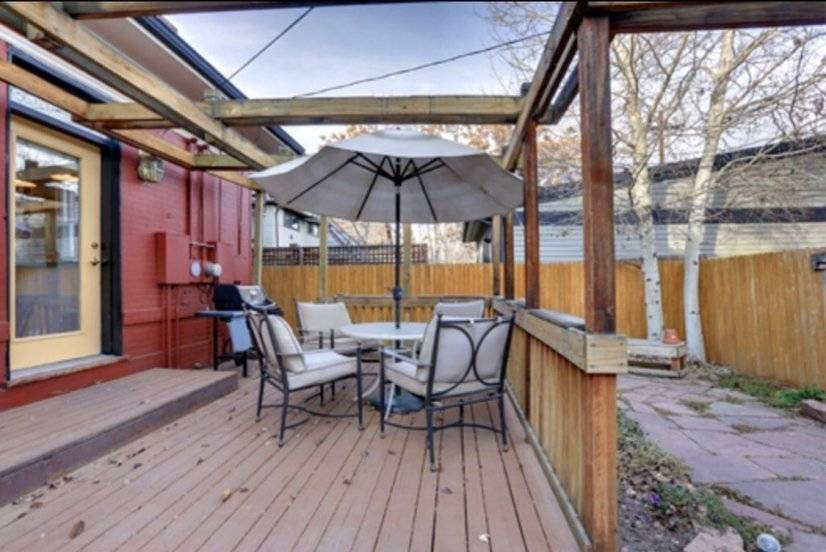 Back patio with delux gas bbq