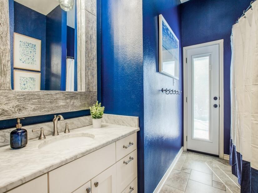 Full Bathroom - door to pool