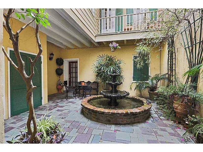 Small shared courtyard
