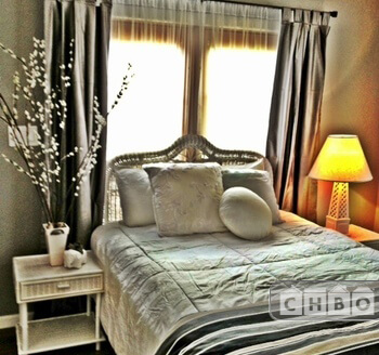 Spacious Bedroom - Queen size Pillow Top