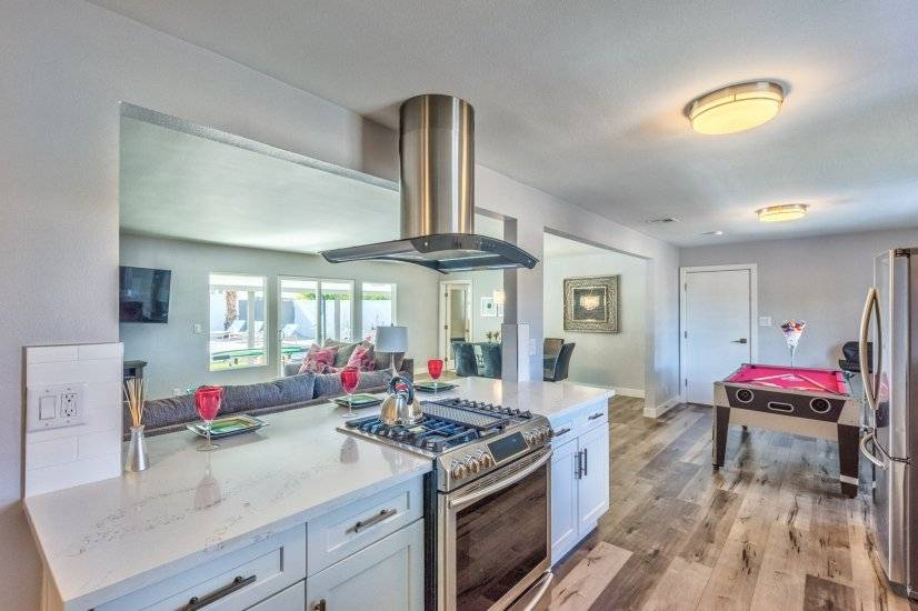 enjoy the open kitchen to entertain with friends !