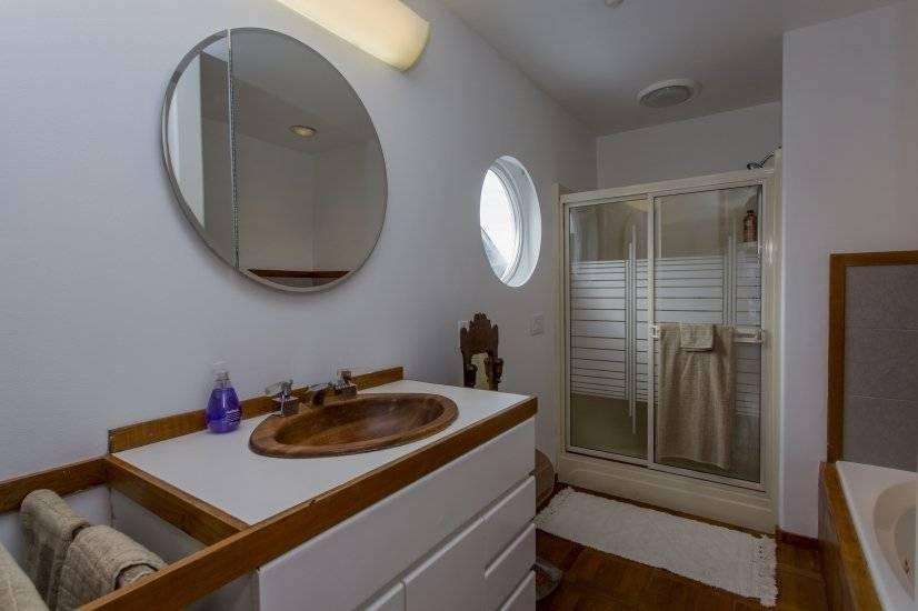 Bathroom off main bedroom -  shower & bath