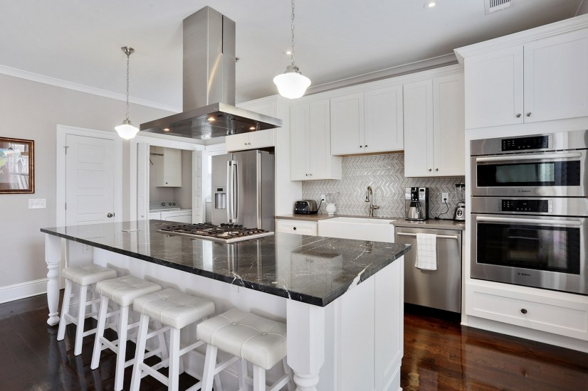 Kitchen with top of the line Bosch appliances, gas cooktop.