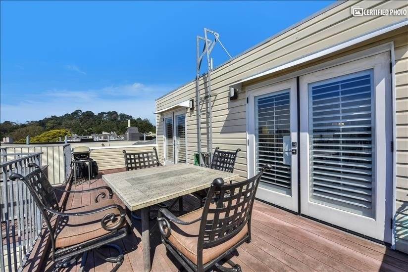 Deck 3 with view of Golden Gate Park treetops