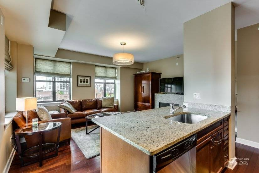 image 3 furnished 2 bedroom Townhouse for rent in Near North, Downtown