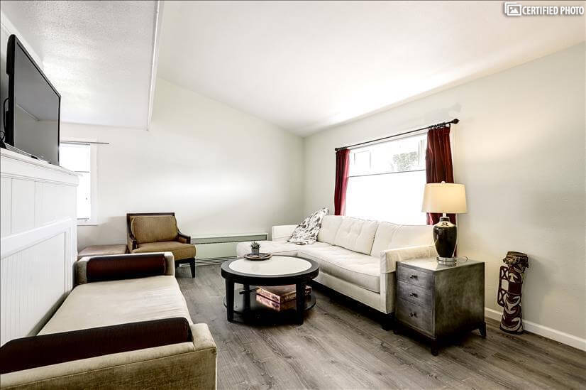 Furnished Urban 2/1 + Bonus Room Home