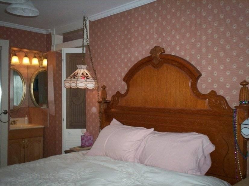 The Victorian Room has an ensuite bathroom